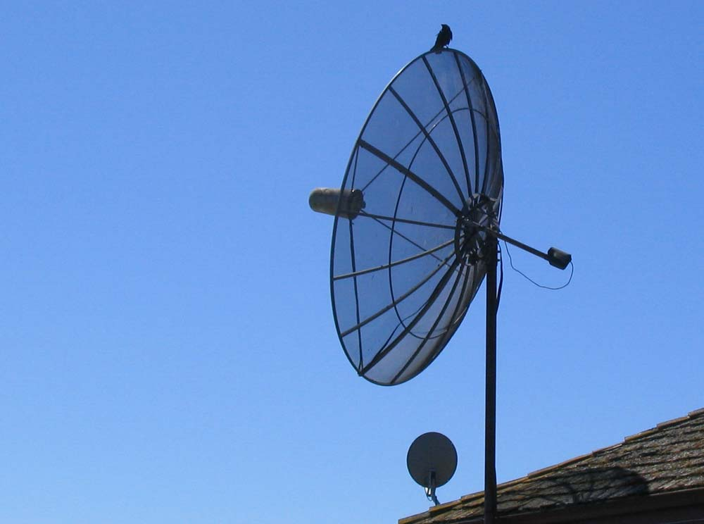 how does Satellite TV work