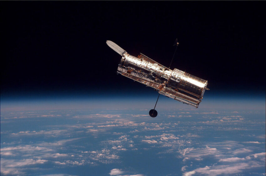 interesting facts about the hubble telescope